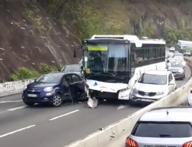 accident-bus-voiture